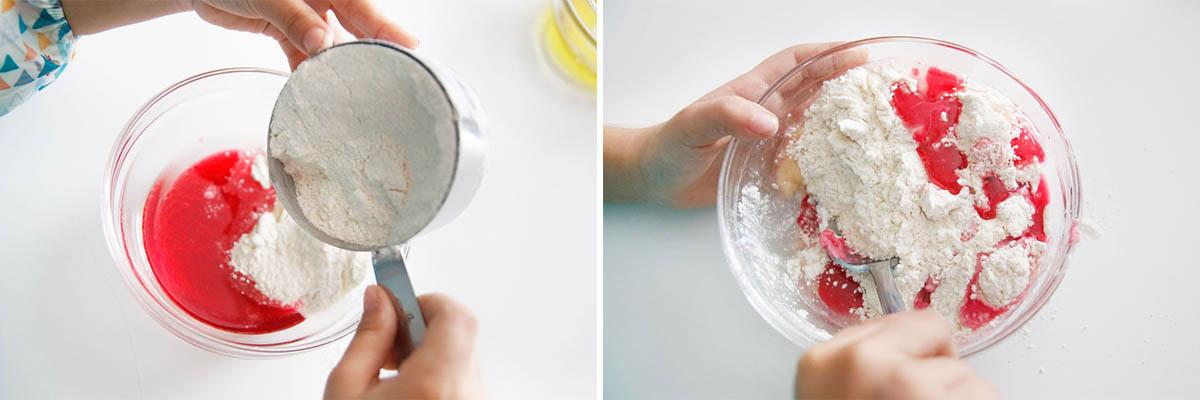 mezclando-colorante-con-harina
