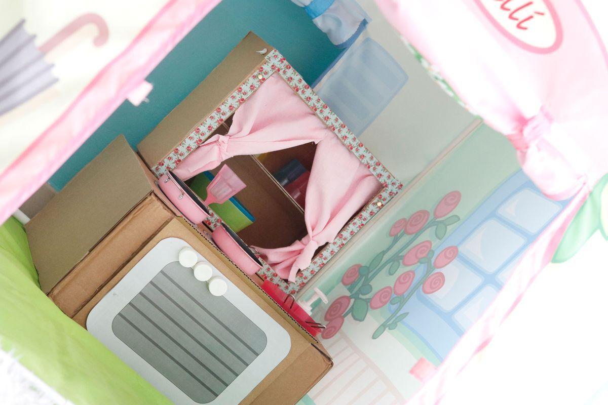 cocinita-de-carton-dentro-de-la-casa