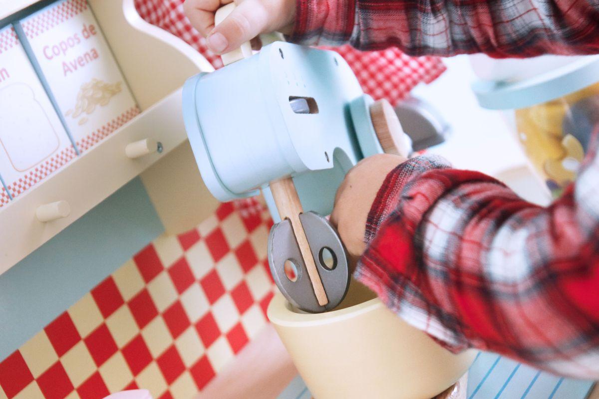 Amasadora de madera para cocinita