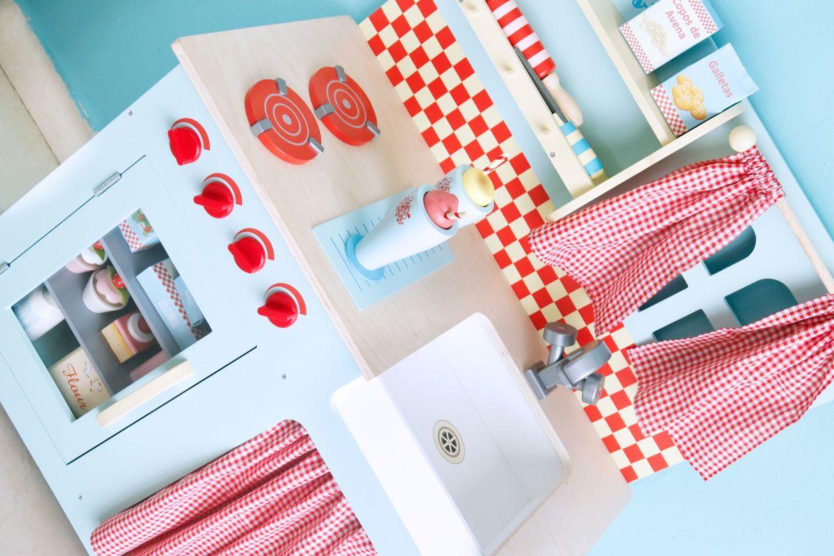 cocina de madera para jugar de Le Toy Van
