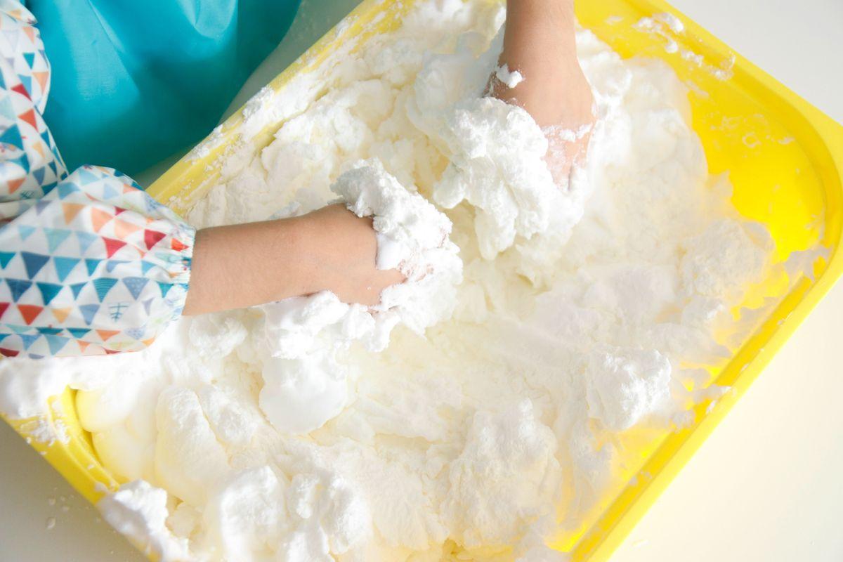 mezclando-la-harina-con-la-espuma-de-afeitar