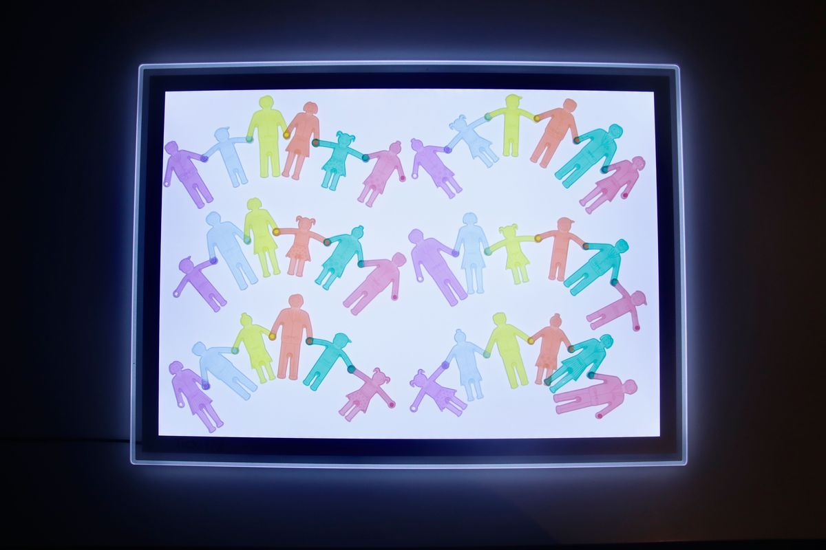 series-con-las-familias-tickit-en-la-mesa-de-luz