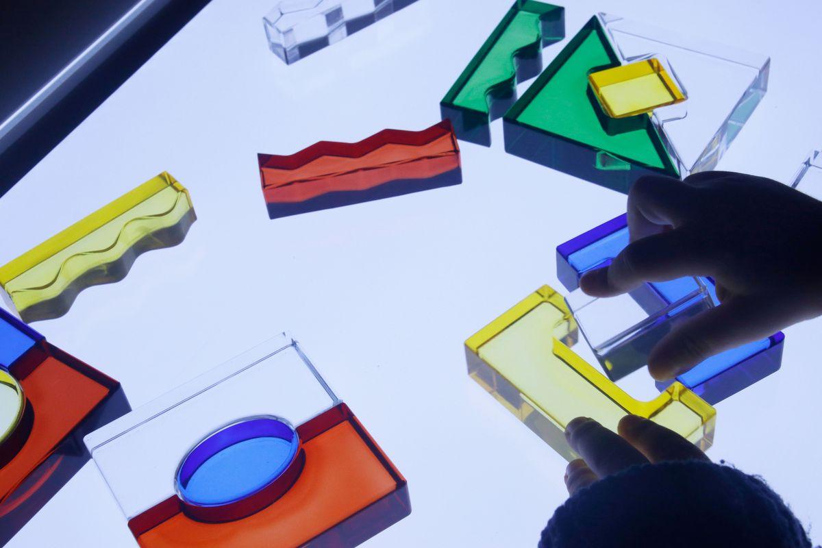 puzles con los bloques acrílicos translúcidos