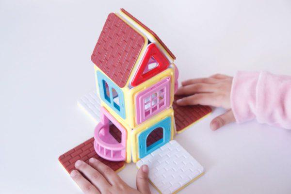 Casa inventada con magformers