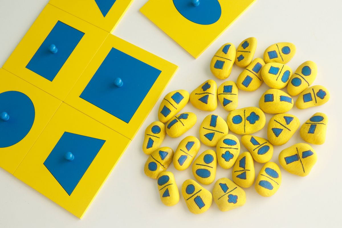 Dominó gabinete geométrico Montessori en piedras