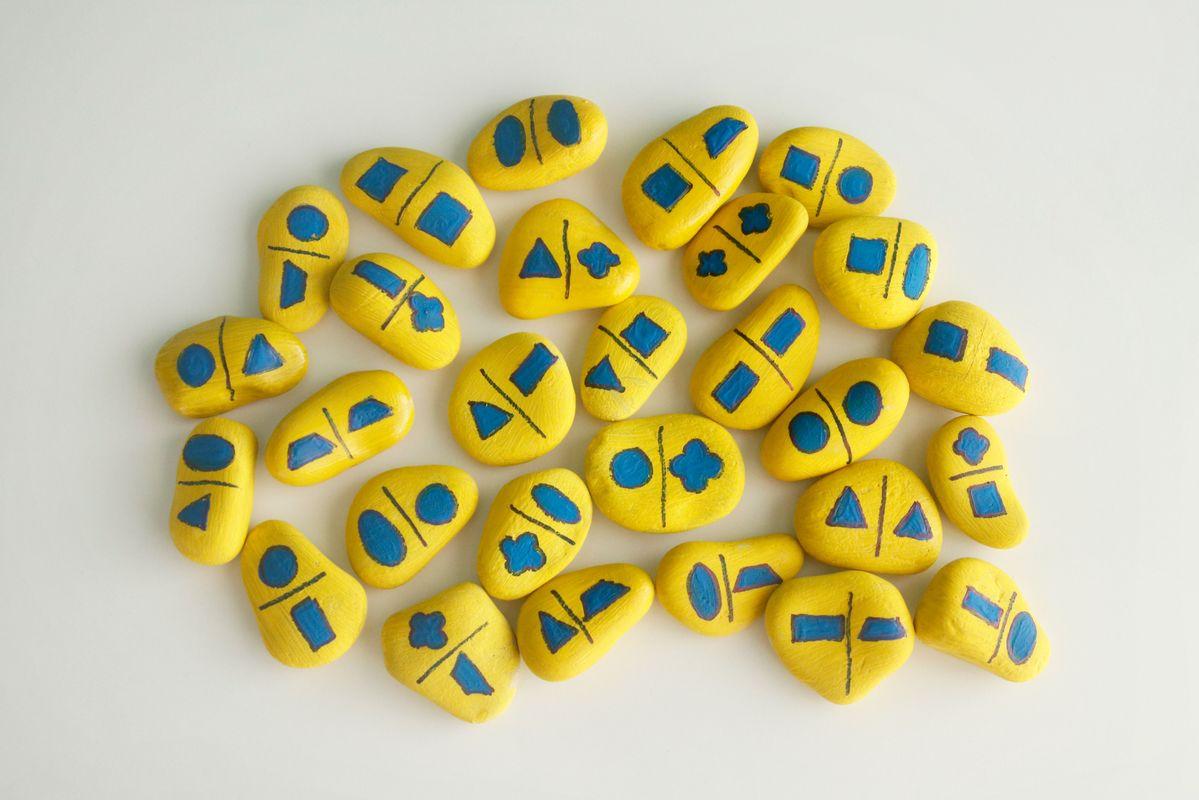 domino-con-piedras-de-formas-geometricas