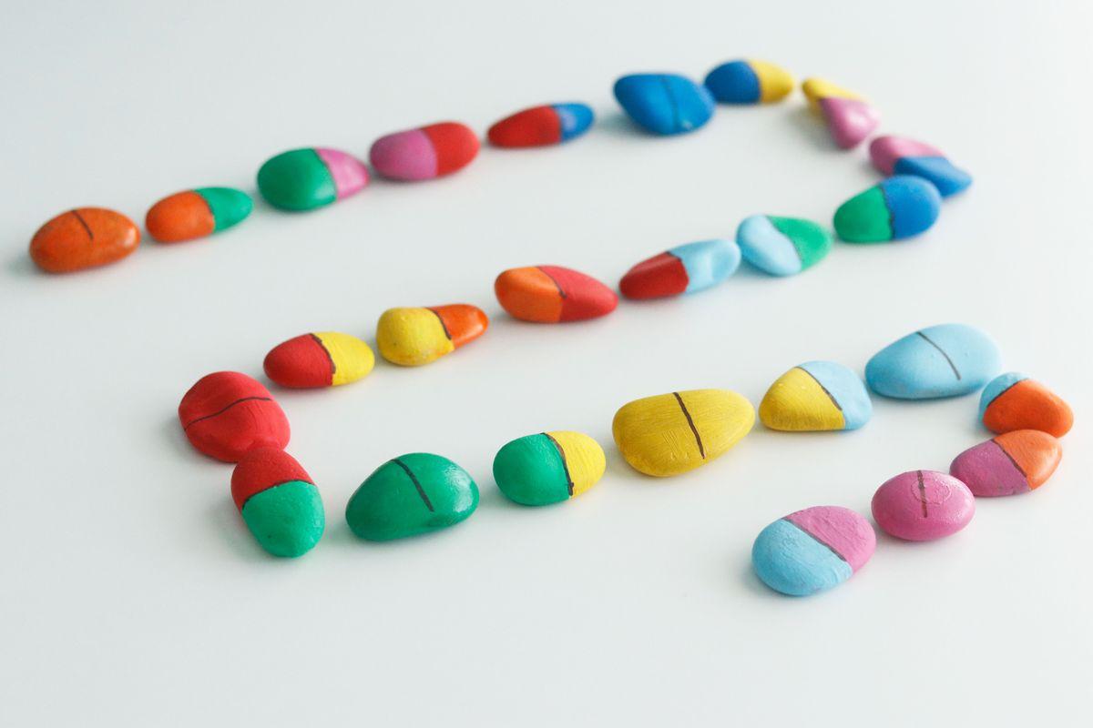 domino-de-color-diy-piedras