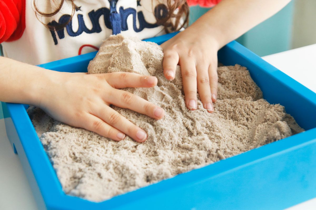 Juego sensorial con Kinetic Sand