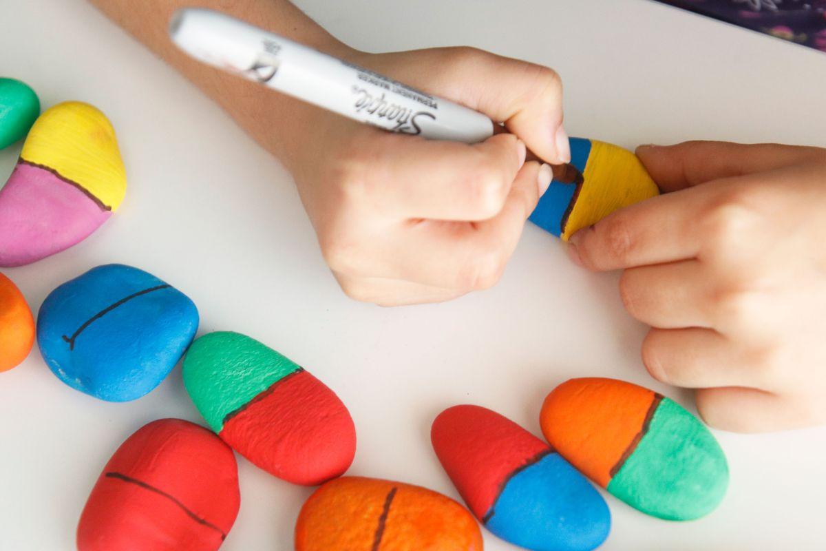 pintar-domino-en-piedras