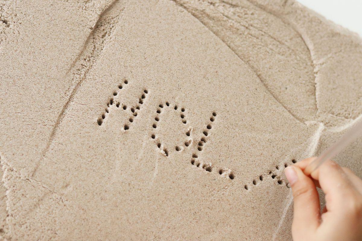 escribiendo-en-arena-cinetica-con-puntitos
