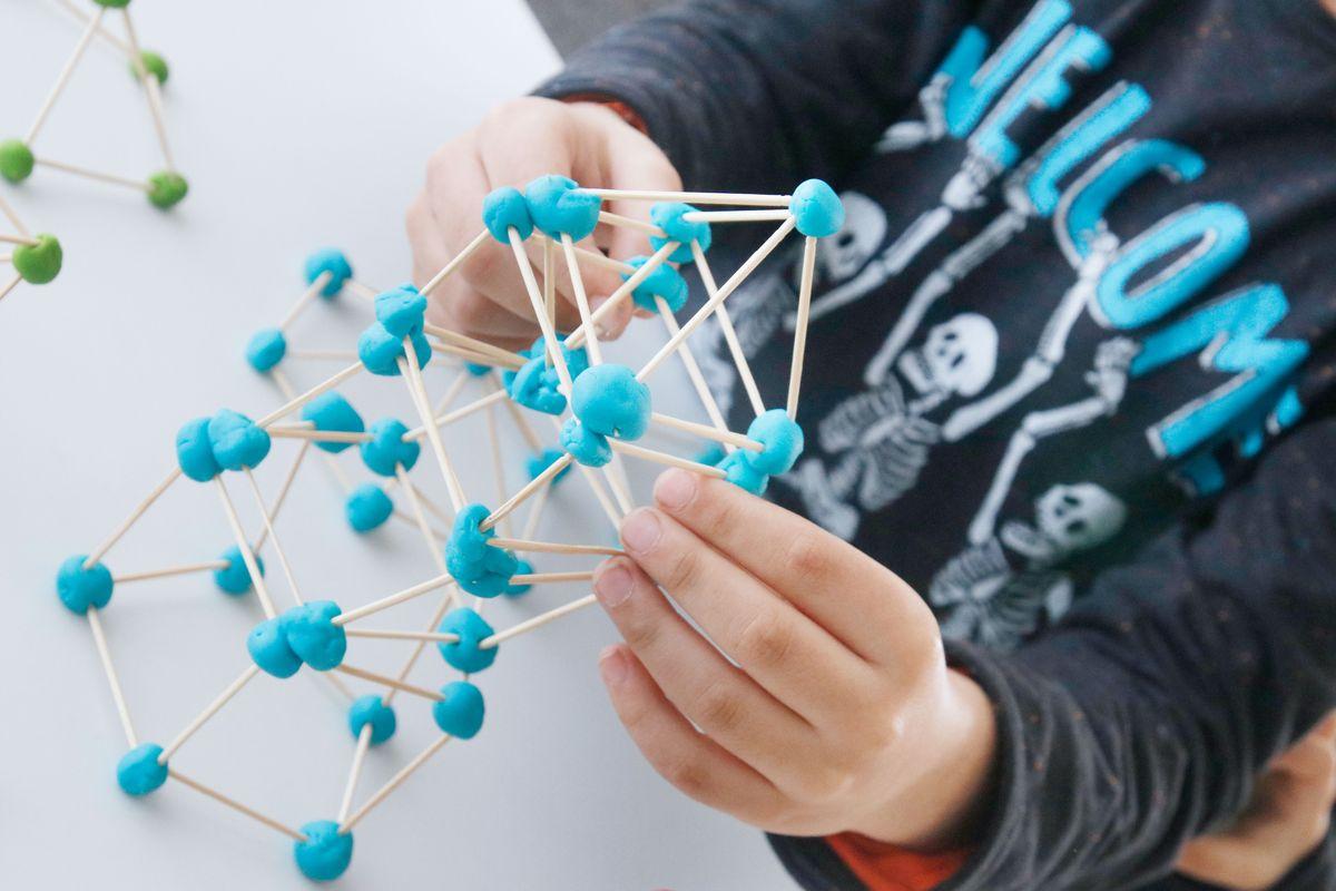 estructura-con-plastilina-y-palillos