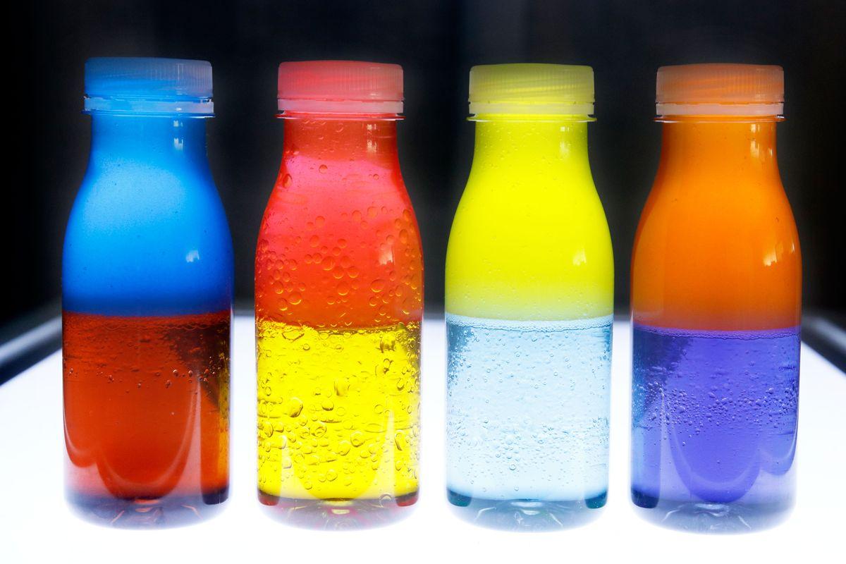 botellas-sensoriales-para-mezclar-colores-2