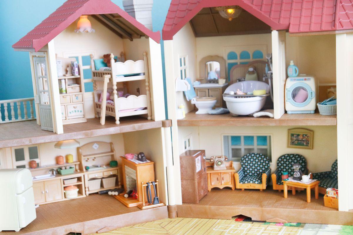 casa-con-luces-sylvanian-con-muebles