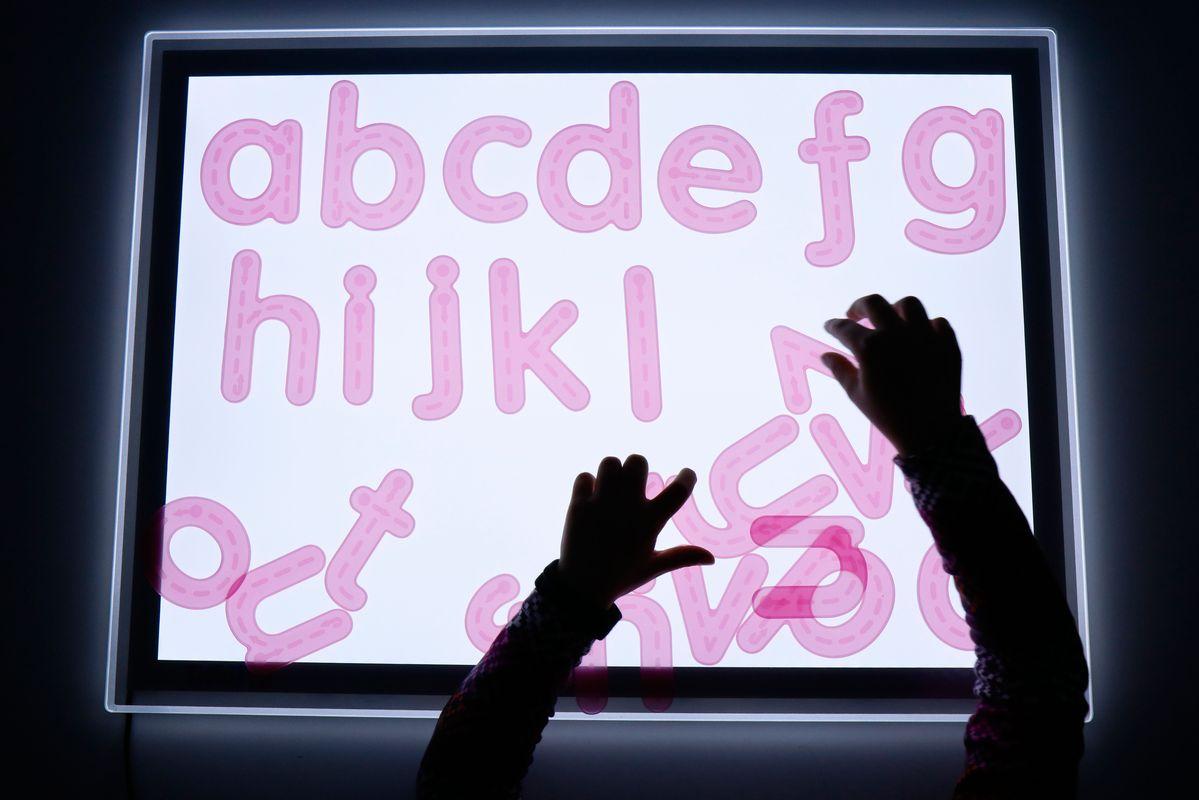letras-de-silicona-para-trazar-ordenando-el-abecedario