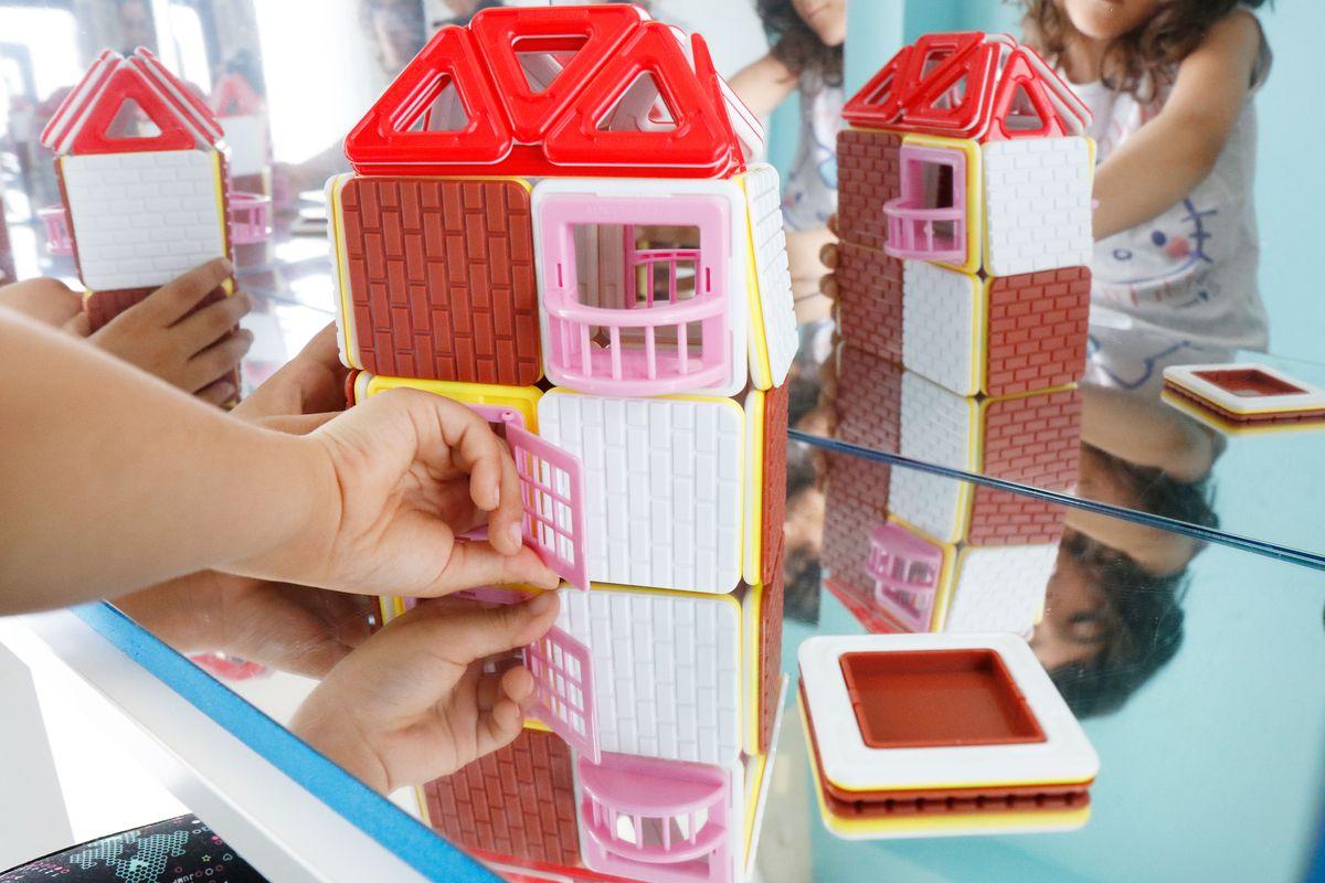 magformers-house-en-el-espejo