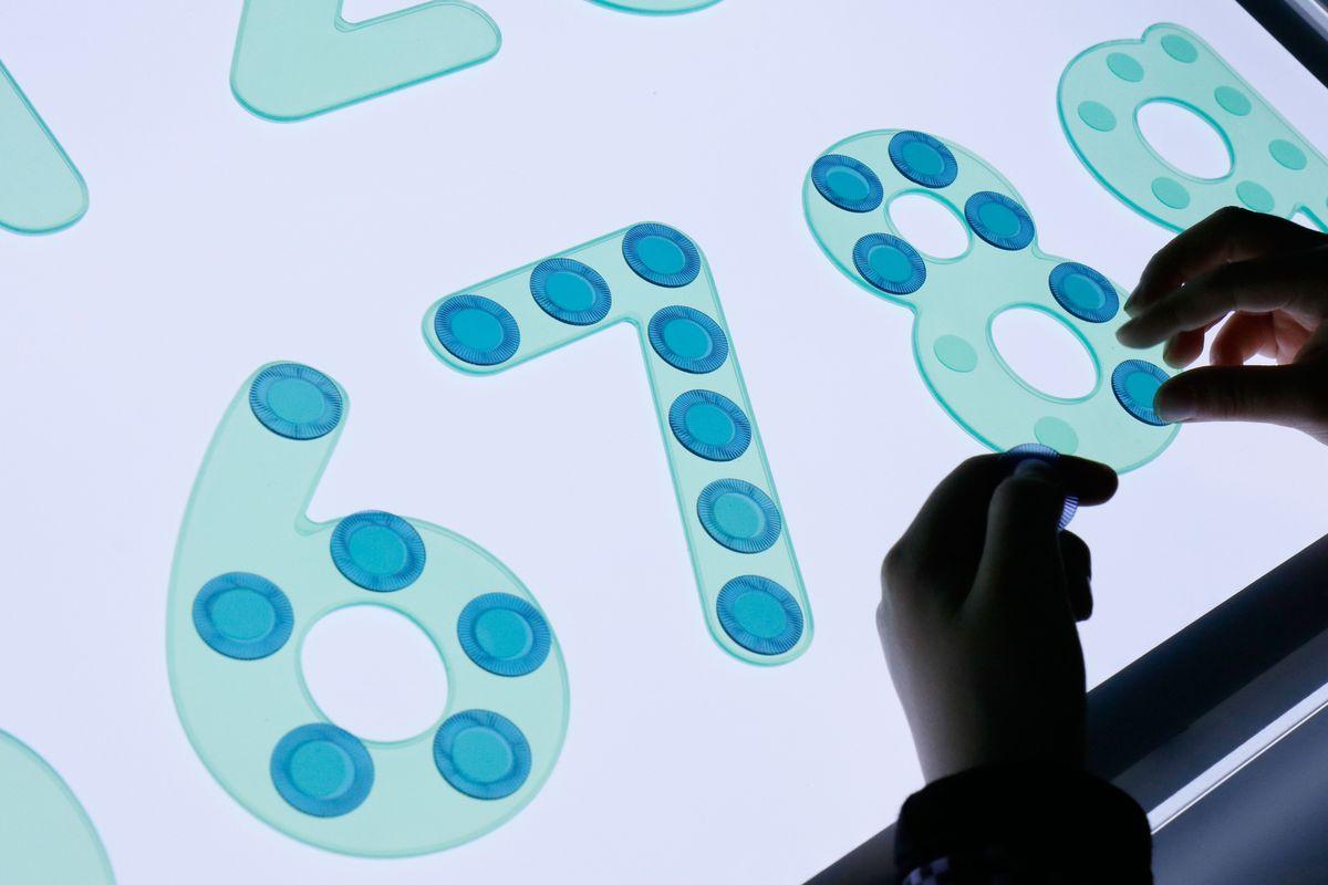 numeros-de-silicona-para-contar-colocando-fichas