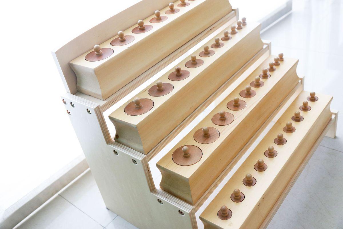 cilindros-con-boton-con-stand-montessori
