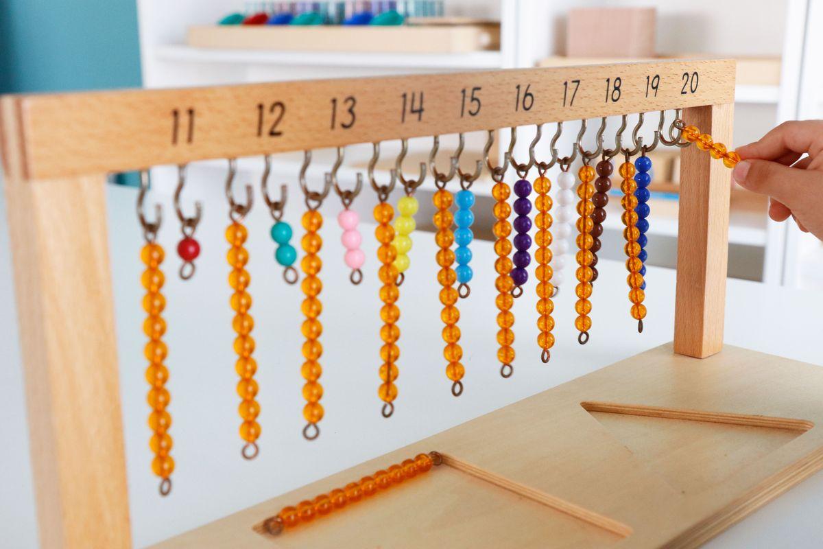 colgador-de-perlas-montessori-del-11-al-20