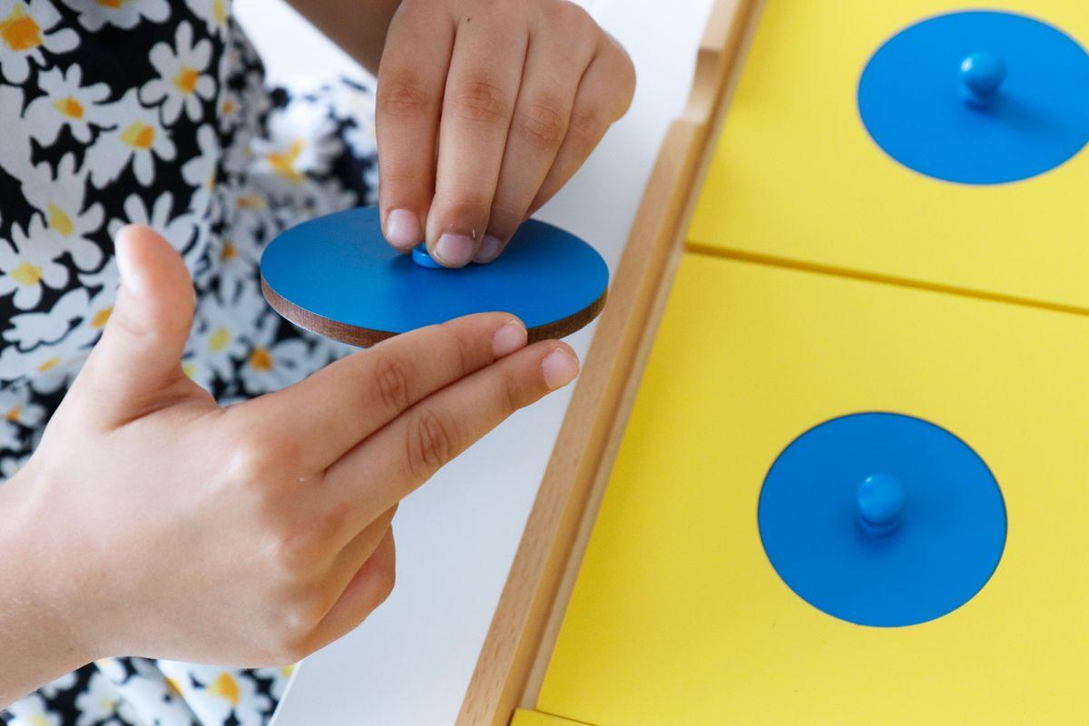 gabinete-geometrico-montessori-circulos