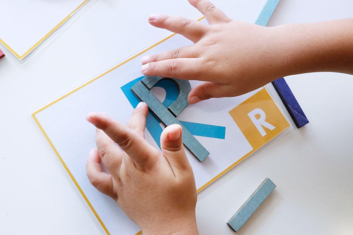 construyendo-letras-con-tarjetas