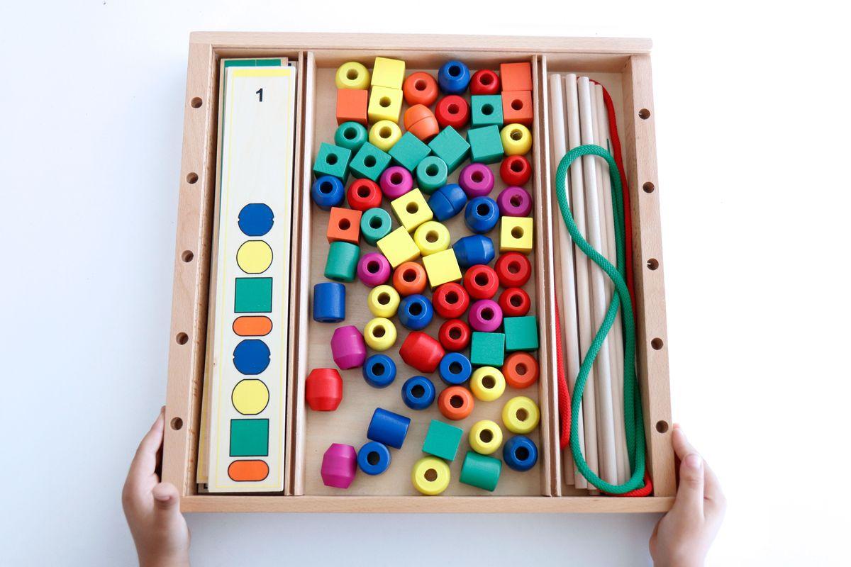 juego-de-cuentas-de-madera-con-cordones-para-coser-y-tarjetas-de-series