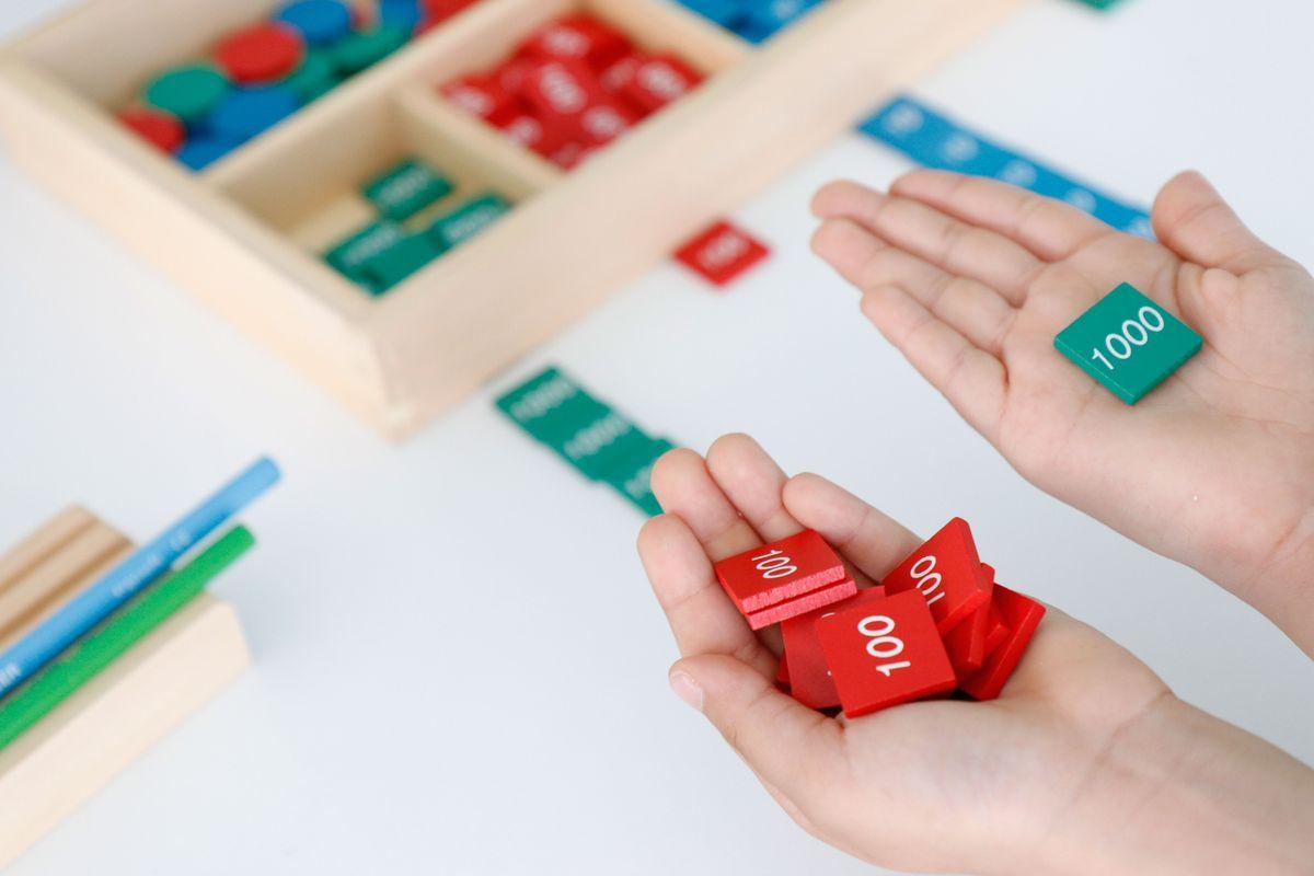 juego-de-las-estamipillas-montessori