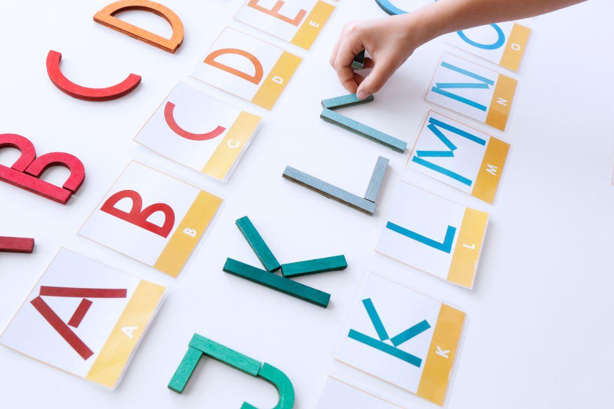 letras-con-las-formas-de-grimms-con-tarjetas