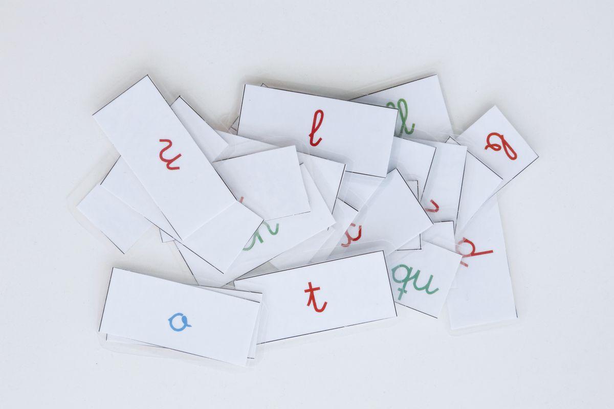 tutorial-caja-de-sonidos-montessori-letras-impresas