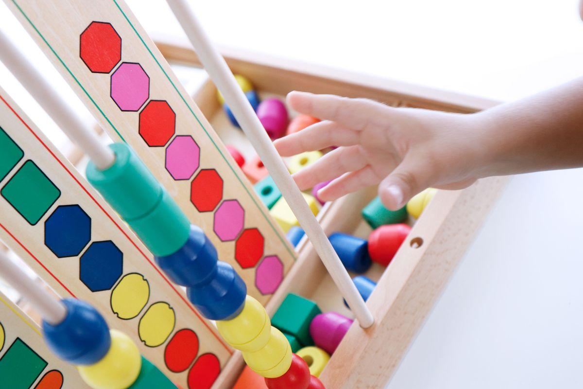series-y-patrones-con-cuentas-de-madera-3