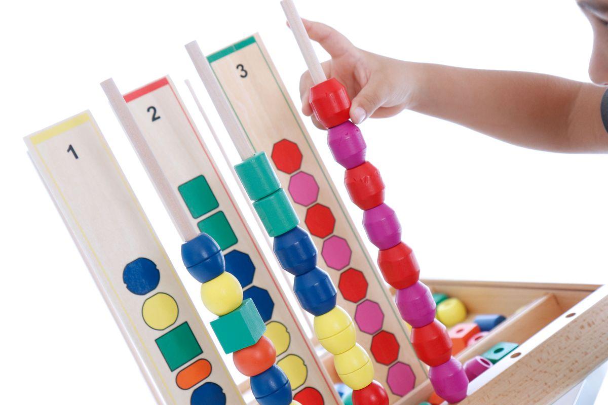 series-y-patrones-con-cuentas-de-madera
