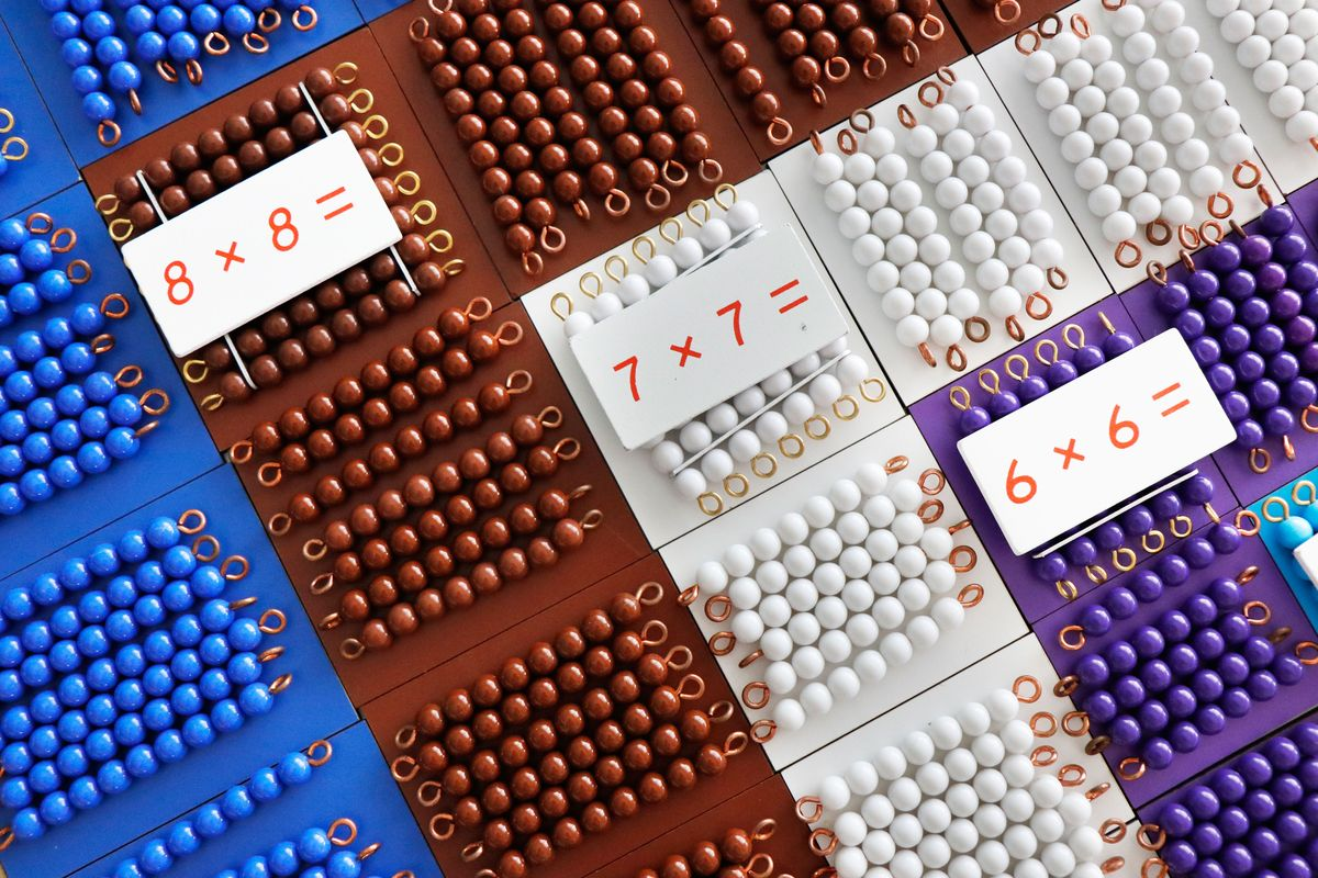 tabla-de-pitagoras-montessori-con-perlas