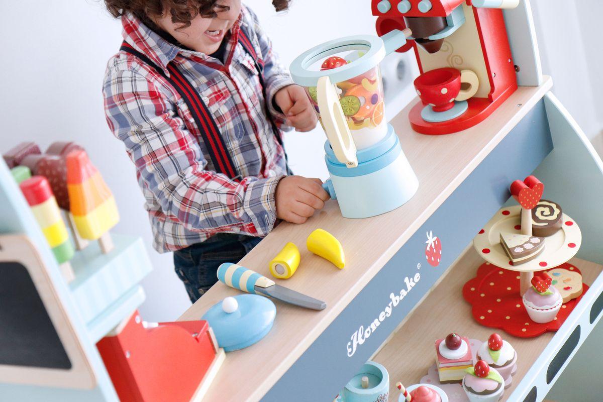 cafeteria-heladeria-de-madera-para-jugar