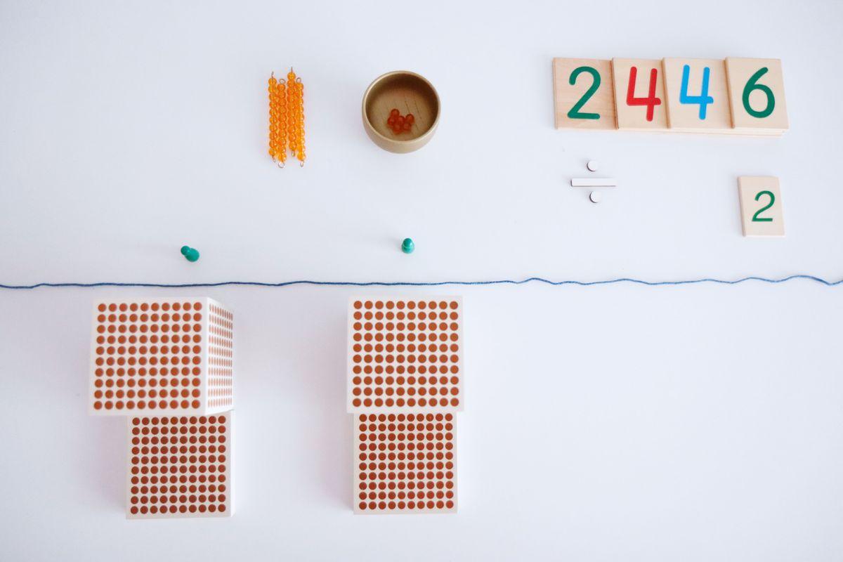 division-montessori-con-perlas-4