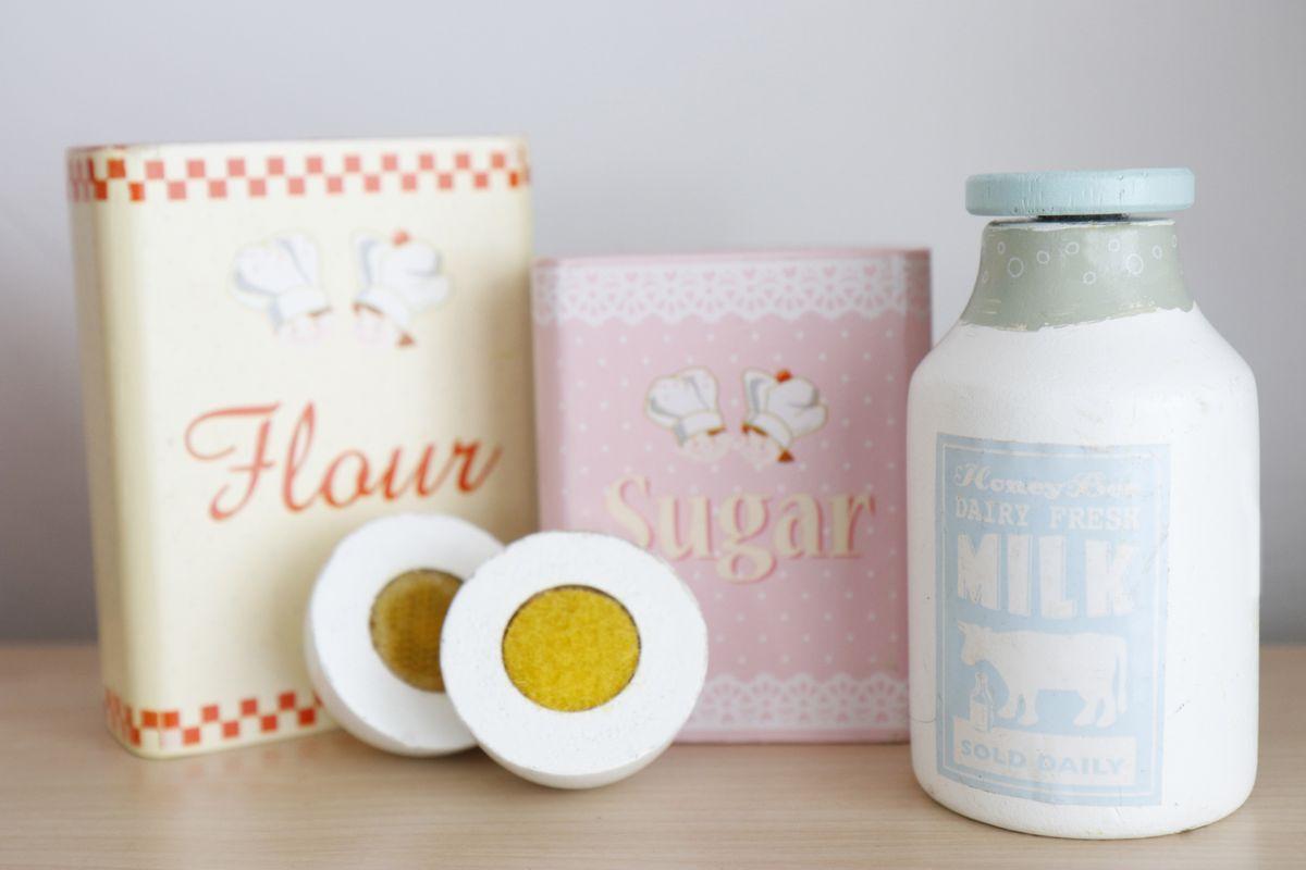 leche-harina-y-huevos-de-madera