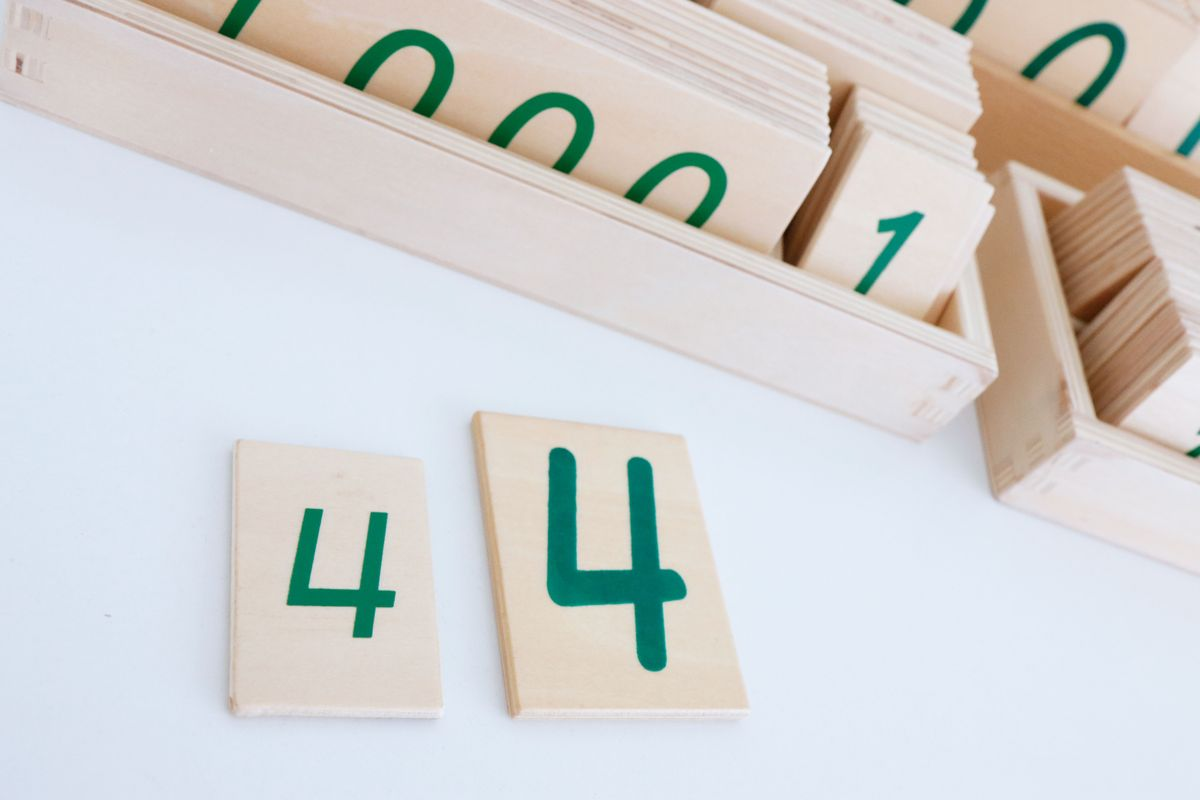 tarjetas-grandes-y-pequenas-de-madera-montessori