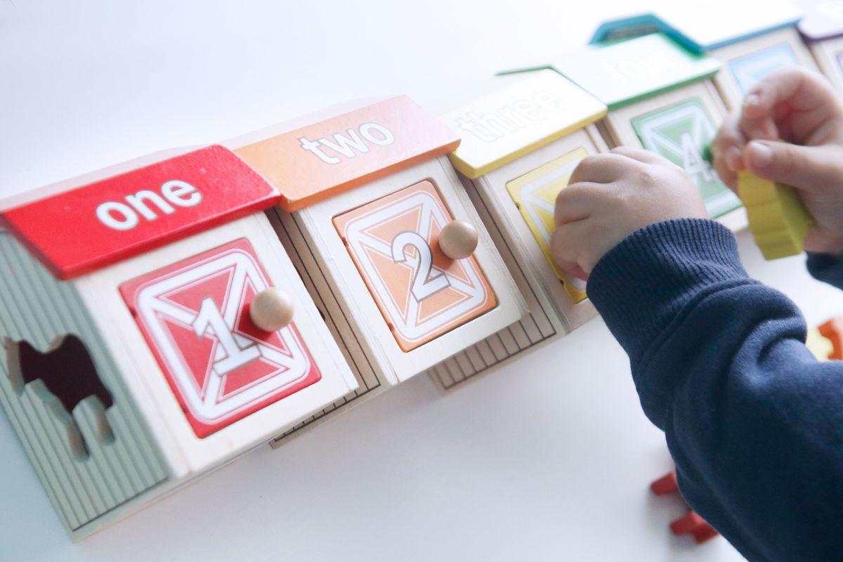 granjas-para-contar-guidecraft-jugando-con-las-puertas-05