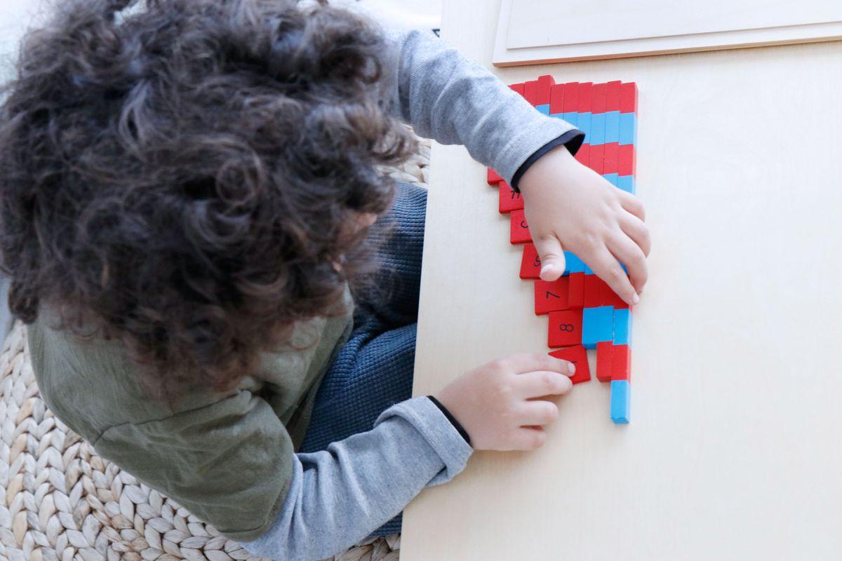barras-azules-y-rojas-montessori-04