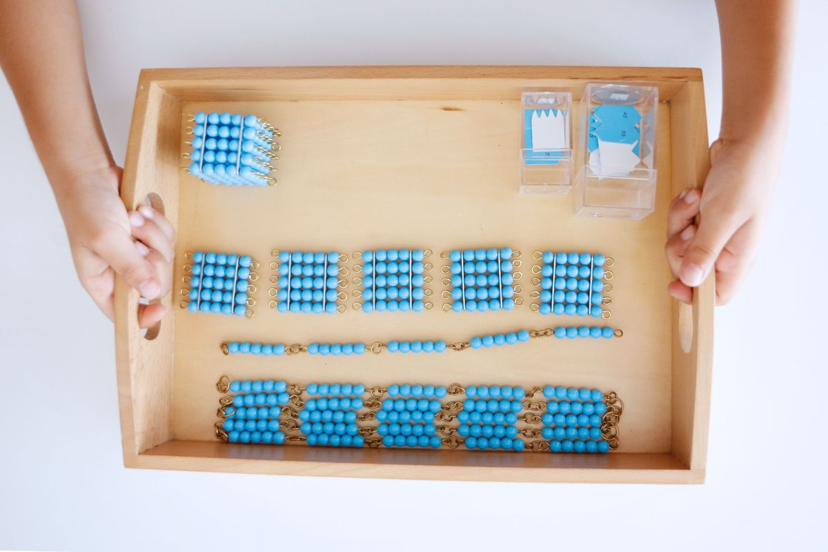 bandeja-con-cadena-de-perlas-montessori