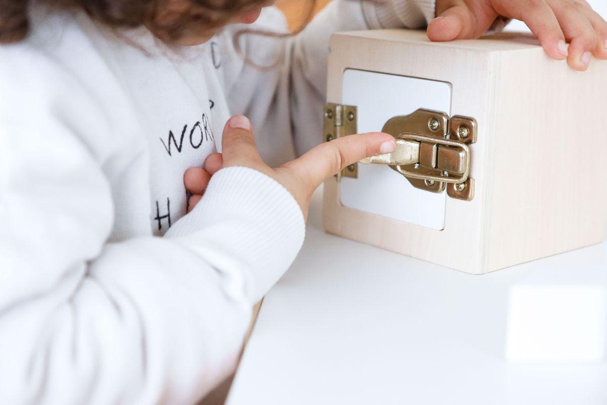 cajas-de-cerraduras-montessori-0001