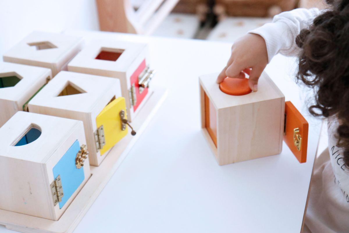 cajas-de-cerraduras-montessori-0017