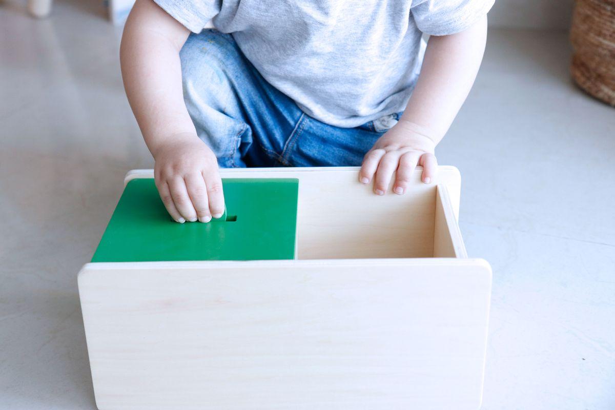 caja-de-permanencia-tapa-abatible-montessori-0-a-3-13