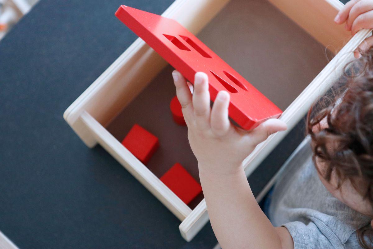 caja-de-permanencia-tapa-abatible-montessori-0-a-3-21