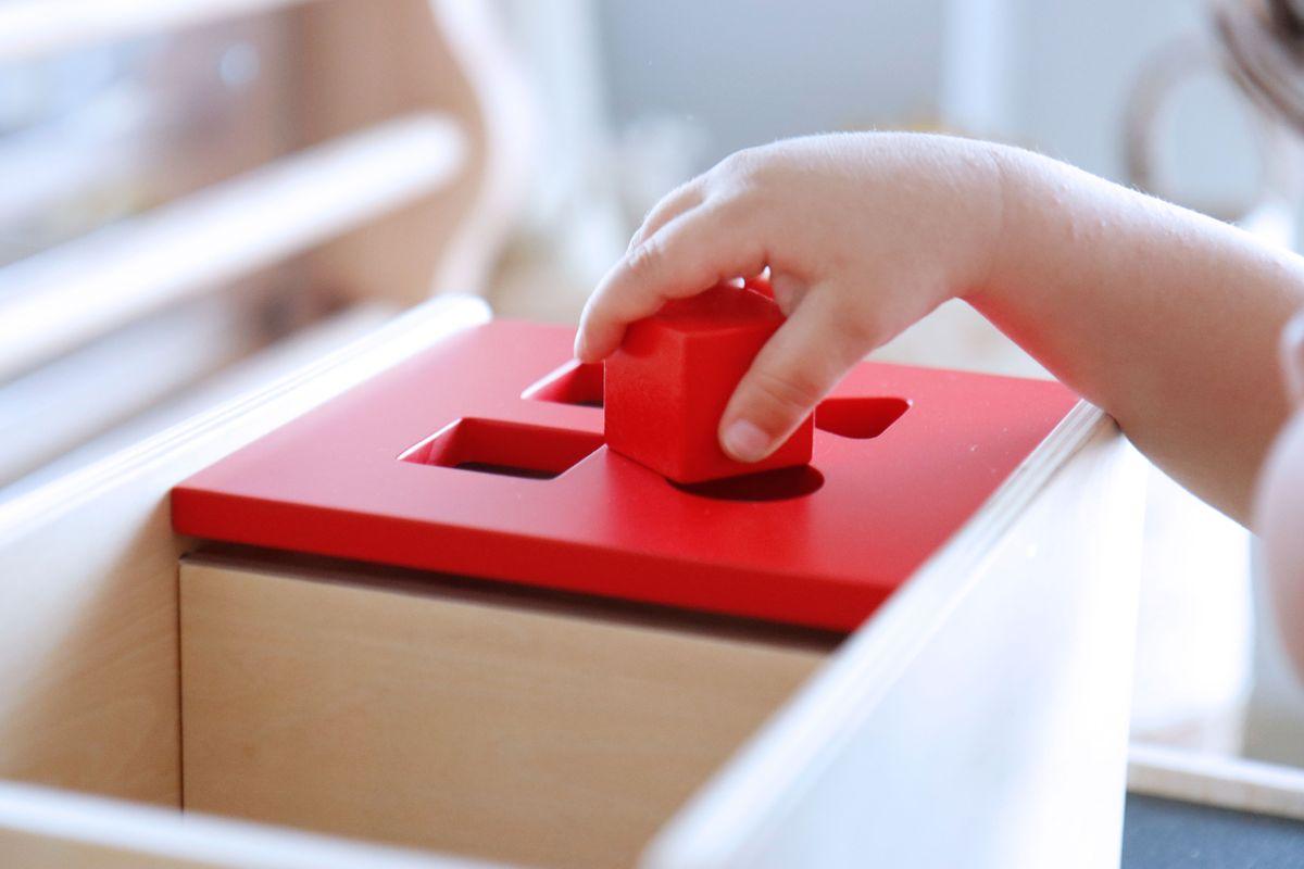 caja-de-permanencia-tapa-abatible-montessori-0-a-3-25