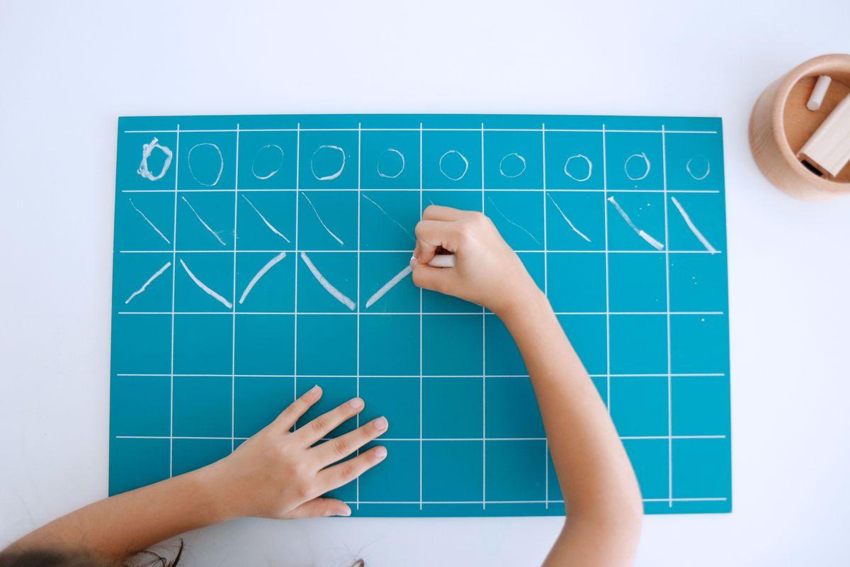 grafomotricidad-en-las-pizarras-montessori-17