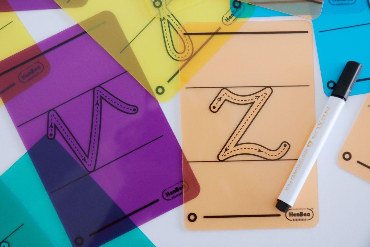 letras-translucidas-con-pauta-para-escribir-en-la-mesa-de-luzi-01