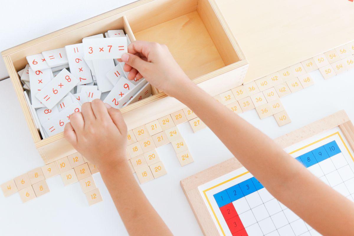 tabla-de-dedos-de-la-multiplicacion-montessori-38