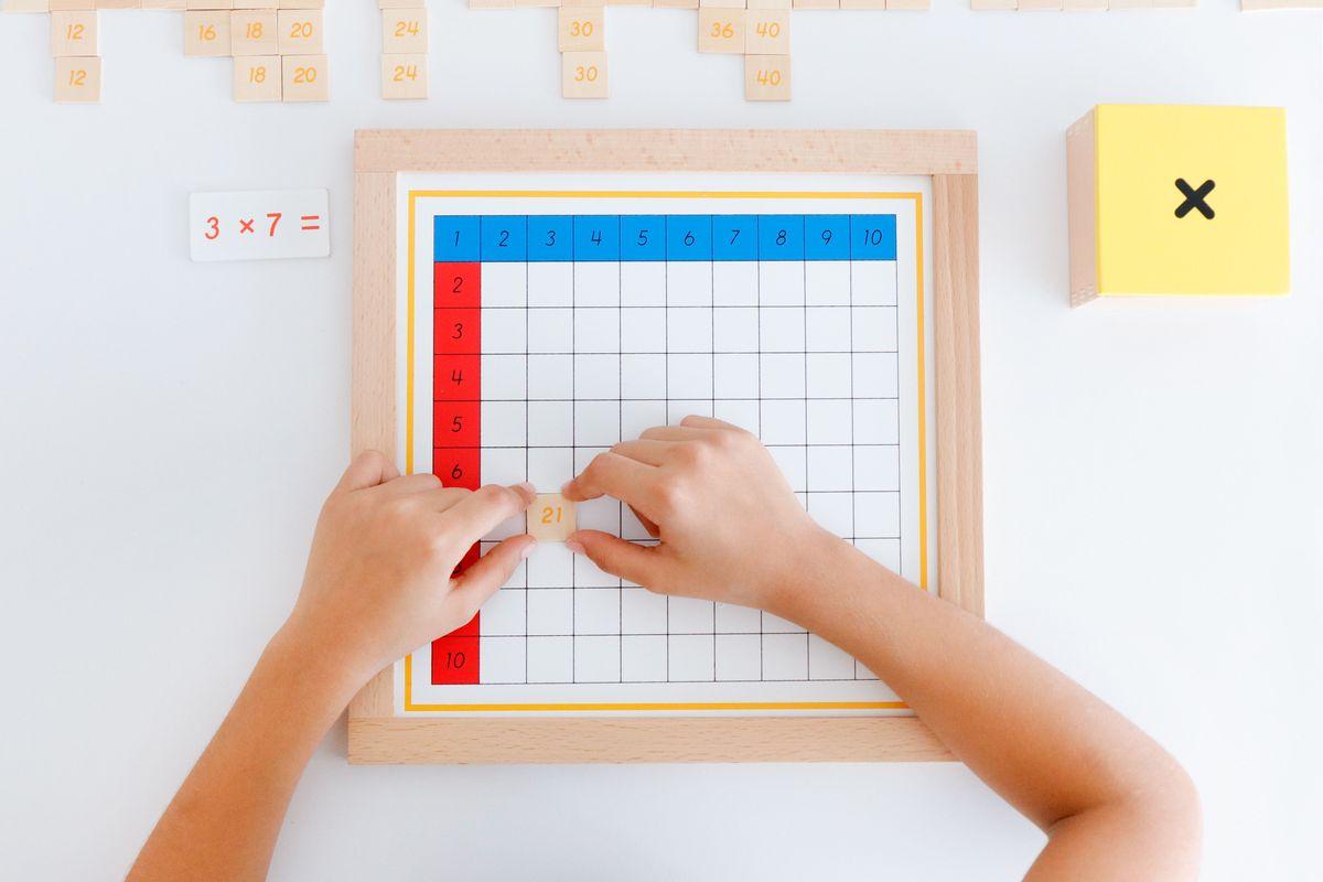 tabla-de-dedos-de-la-multiplicacion-montessori-44