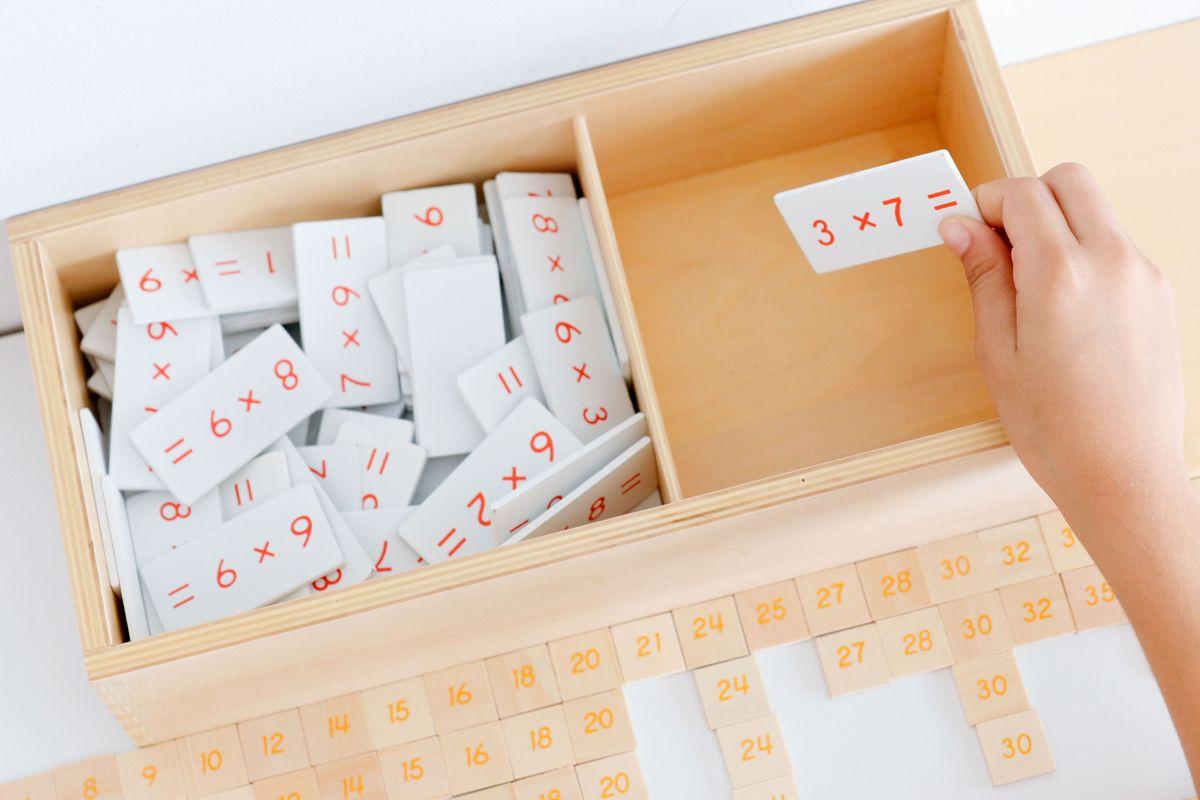 tabla-de-dedos-de-la-multiplicacion-montessori-46