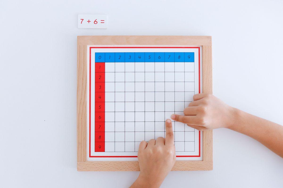 tabla-de-dedos-de-la-suma-montessori-y-tabla-de-control-48