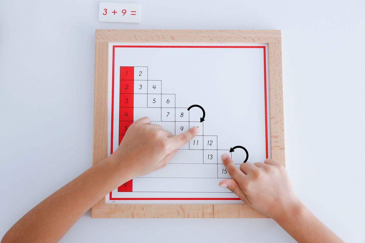 tabla-de-dedos-de-la-suma-montessori-y-tabla-de-control-87
